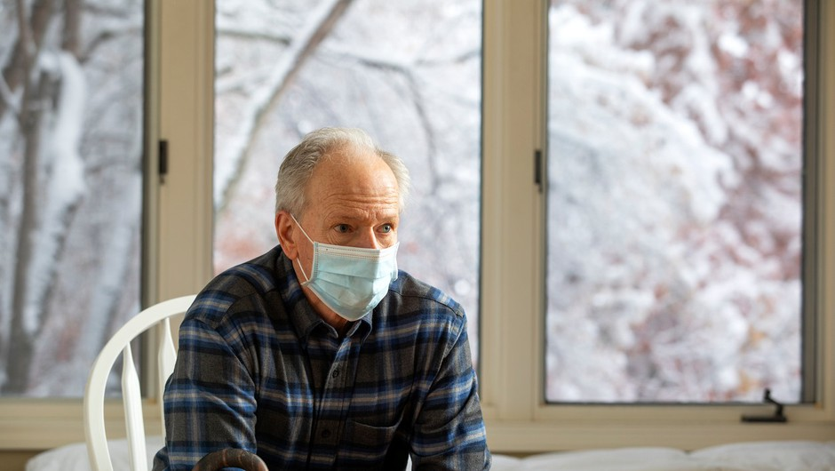 Med 14.718 četrtkovimi testi 2045 okuženih, umrlo 25 obolelih (foto: profimedia)