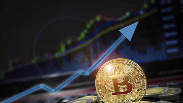 Vrednost bitcoina še naprej rekordno narašča. Kam bo šel kripto trg v prihodnje? (foto: Shutterstock)