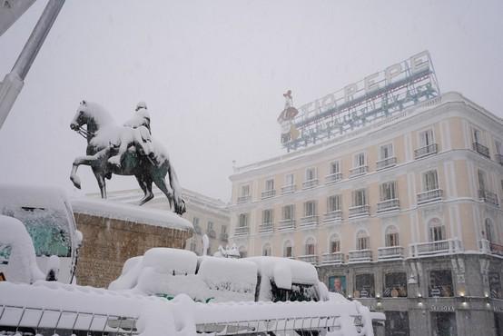 Španijo ohromilo najobilnejše sneženje v zadnjih 50 letih, najhujše pa šele prihaja
