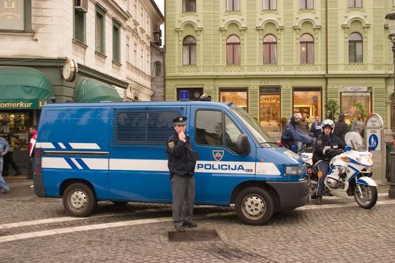 Slovenski policisti so začeli stavko na celotnem območju države