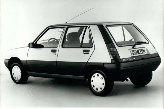 Se vračata 'Petka' in 'Katra'? Renault napoveduje nove modele z znanimi imeni