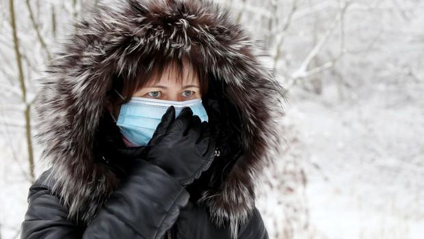 V nedeljo potrdili 426 okužb, umrlo 24 bolnikov (foto: Profimedia)