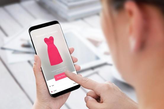 Na spletu naročila prelepo obleko, kar je prejela, pa je nasmejalo ljudi na TikToku