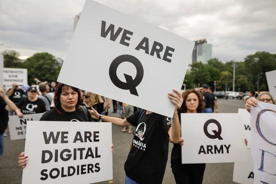 Twitter blokiral 70.000 računov, povezanih s teorijo QAnon