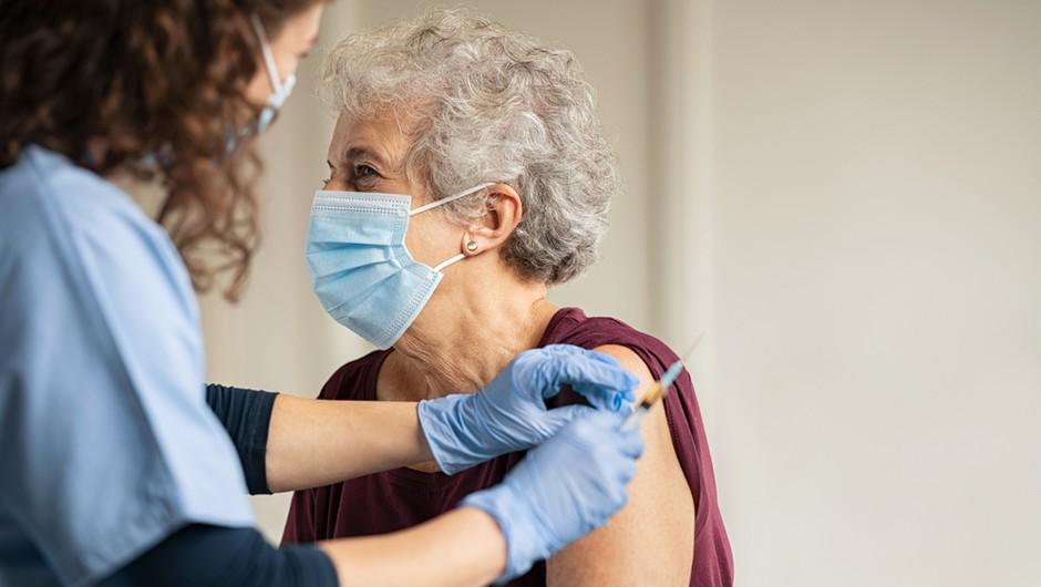 Slovenci glede cepljenja razdeljeni točno na pol (foto: Shutterstock)