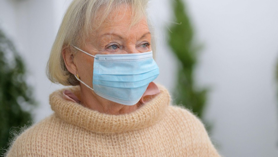 V torek potrdili 2092 okužb, povprečje potrjenih primerov v zadnjih sedmih dneh znaša 1668 (foto: Profimedia)