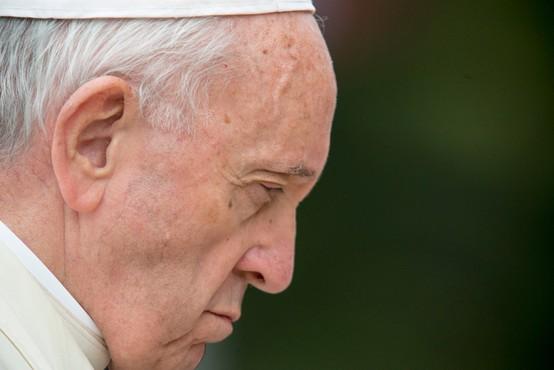 Cepil se je že tudi papež Frančišek