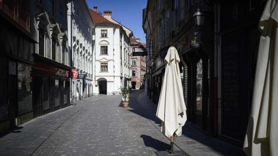 Z omejevanjem gibanja na občine se mobilnost ljudi ni zmanjšala (foto: Jure Makovec/STA)