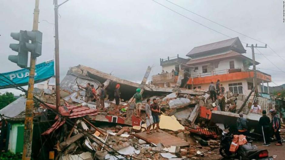 V Indoneziji so se znova tresla tla, potres z magnitudo 6,2 vzel najmanj 42 življenj (foto: STA)