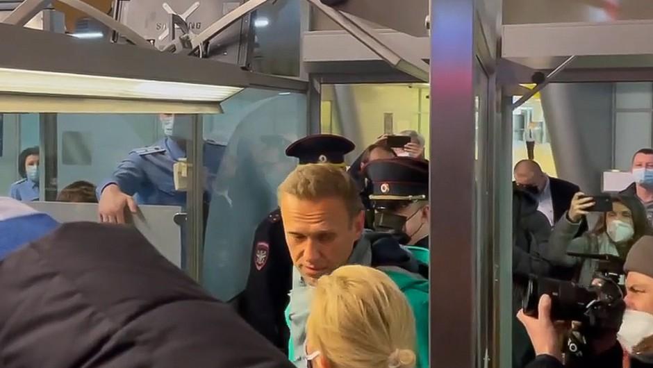 Alekseja Navalnega aretirali, podpornikom preprečili prihod na letališče (foto: profimedia)