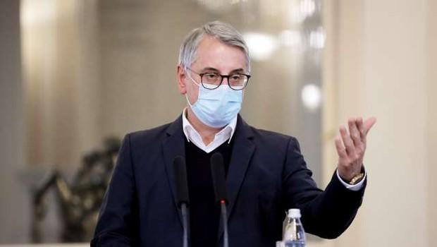 Poslanec Matjaž Han pozitiven na koronavirus, DZ naj bi o nezaupnici vseeno glasoval v sredo (foto: Daniel Novakovič/STA)