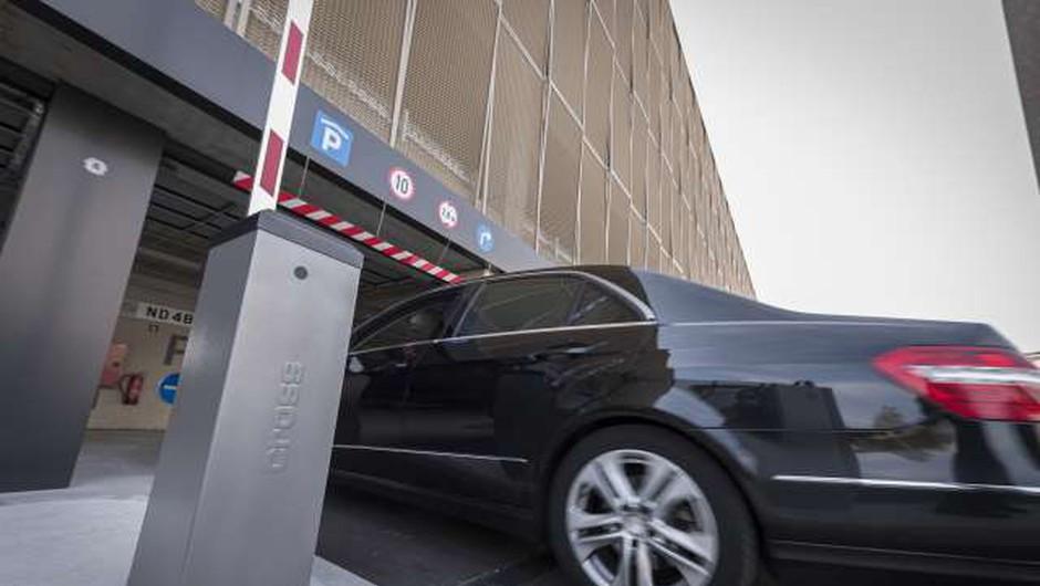 Ljubljanska občina uvaja 80-evrsko globo za neplačevanje v parkirni hiši (foto: Jure Makovec/STA)
