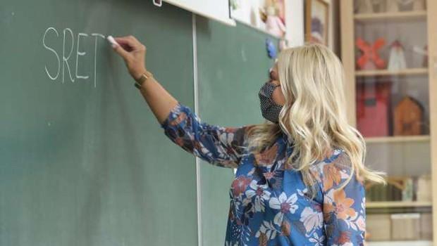 Na Hrvaškem so se v šole vrnili nekateri učenci, v Veliko Britanijo odslej samo z negativnim izvidom testa (foto: Hina/STA)