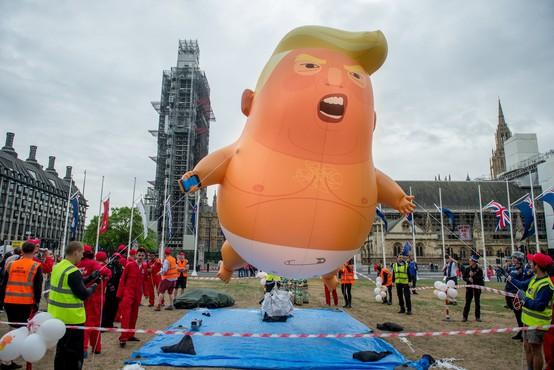 Londonski muzej v zbirko dodal napihljivega dojenčka Trumpa