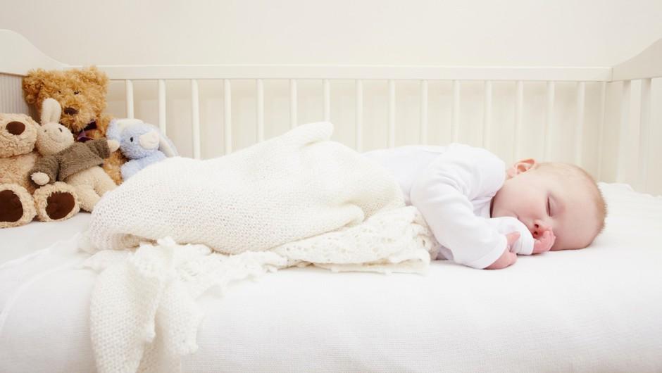 """Viralni posnetek, ob katerem so se zgrozili VSI starši: """"Zato NE dajajte ničesar v zibko k spečemu dojenčku!"""" (foto: profimedia)"""