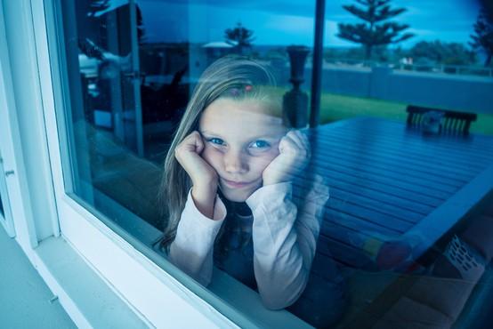 """""""Šolanje na daljavo povzroča vse večjo osamljenost in druge psihične težave"""""""