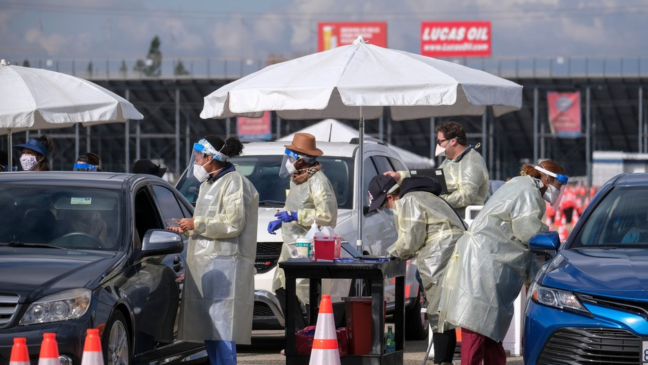 Epidemiološka slika v ZDA še vedno resna, čeprav se številke nekoliko umirjajo (foto: profimedia)