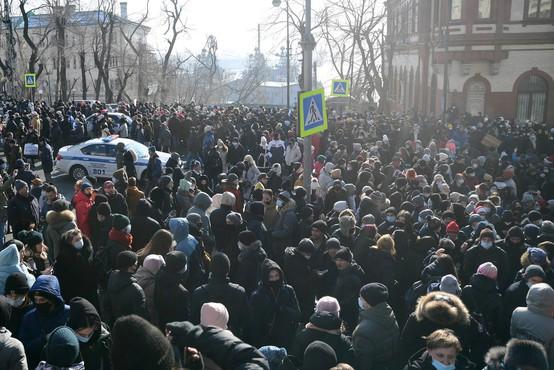 Na protestih za izpustitev Alekseja Navalnega iz zapora aretirali več kot 2000 ljudi