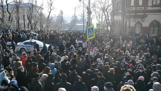 Na protestih za izpustitev Alekseja Navalnega iz zapora aretirali več kot 2000 ljudi (foto: profimedia)