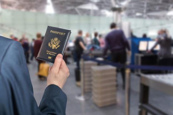 Biden podaljšuje prepoved potovanj v ZDA iz EU, tudi iz Slovenije