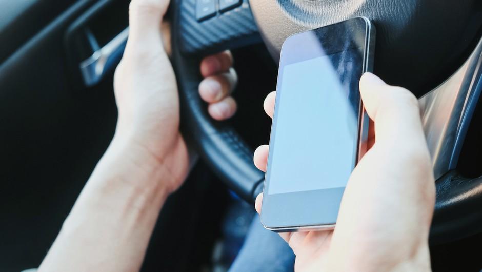 Policisti do 7. februarja poostreno nad uporabo telefonov med vožnjo (foto: Shutterstock)