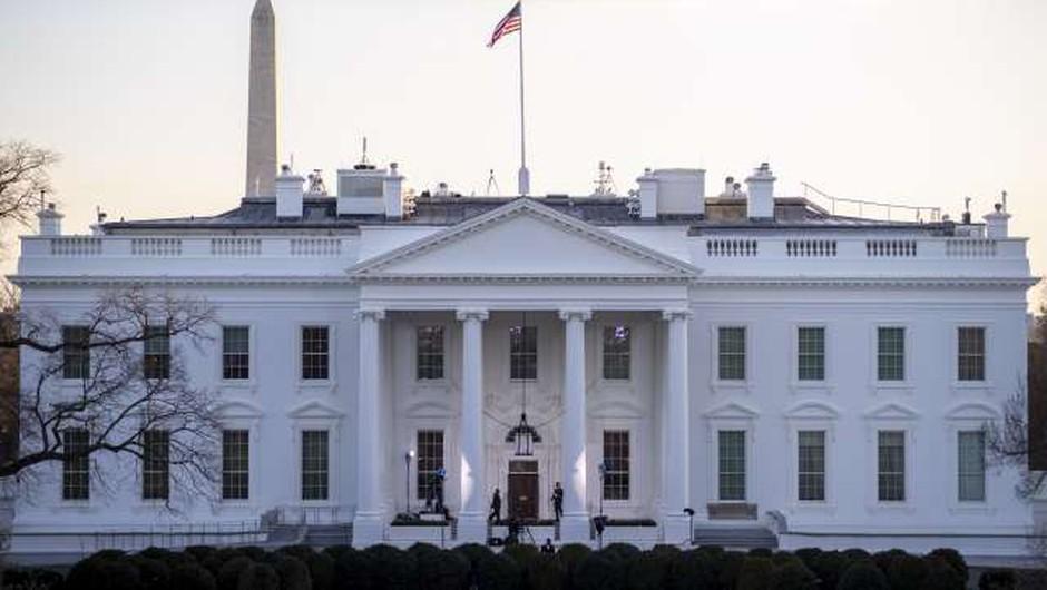 V Beli hiši tudi že Bidnova štirinožna prijatelja Champ in Major (foto: Xinhua/STA)