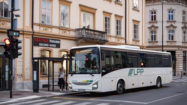 Medkrajevni avtobusi ponovno vozijo po običajnem voznem redu (foto: Shutterstock)