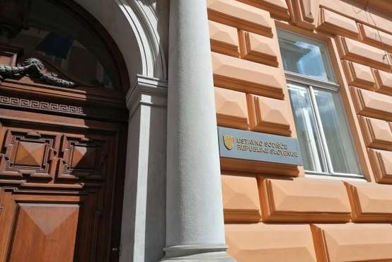 Ustavno sodišče do končne odločitve zadržalo določbo glede podaljševanja akreditacij visokošolskim zavodom