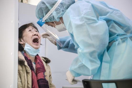 Na Kitajskem leto dni zapora za žensko, ki je skrivala simptome koronavirusa