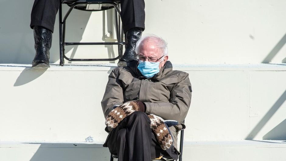 Orokavičen Bernie Sanders v domačem Vermountu zbral 1,8 milijona dolarjev za dobrodelne namene (foto: Profimedia)