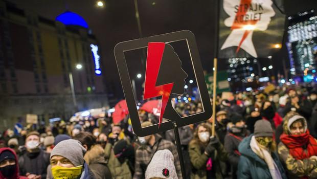 Poljaki znova na ulice ob začetku uveljavitve skoraj popolne prepovedi splava (foto: Profimedia)