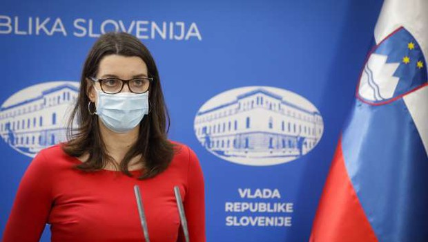 Kustečeva: V ponedeljek se otroci vračajo v vrtce, učenci in dijaki pa v šole (foto: Anže Malovrh/STA)