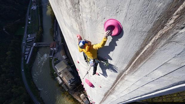 Kako sta Janja in Domen preplezala trboveljski dimnik, najdaljšo umetno plezalno smer na svetu (foto: Jakob Schweighofer / Red Bull Content Pool)