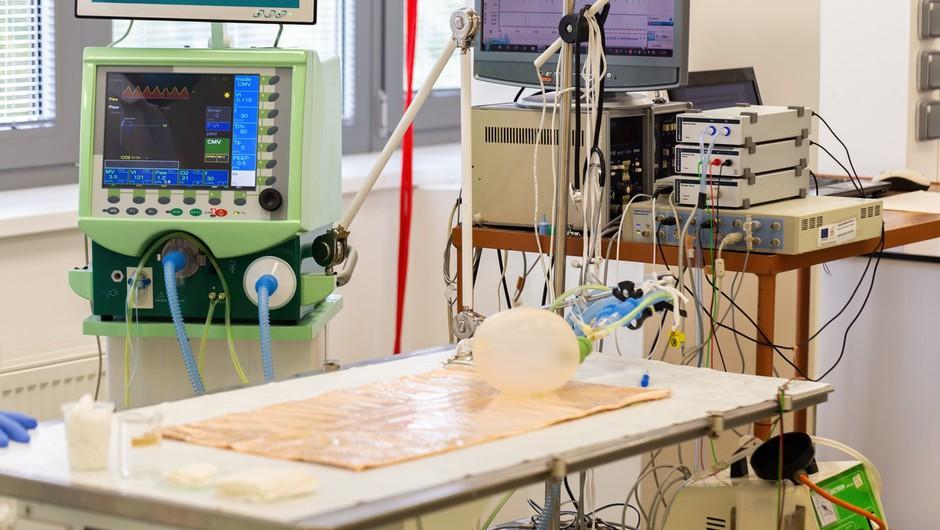 Na sodišču v BIH četverica, osumljena nepravilnosti pri nakupu medicinskih ventilatorjev (foto: profimedia)