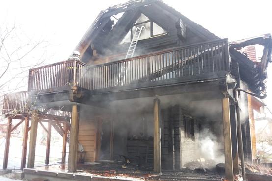 Stanovanjska hiša v Bovcu izginila v plamenih