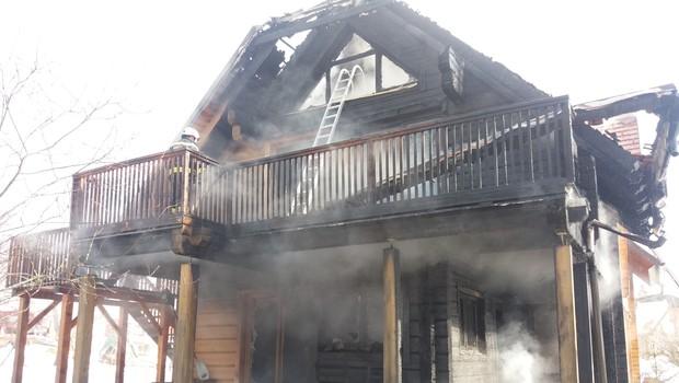 Stanovanjska hiša v Bovcu izginila v plamenih (foto: Arhiv občinskega štaba CZ Bovec)