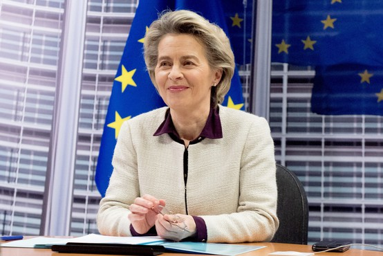 Ursula von der Leyen na pogovor z direktorji farmacevtskih podjetij