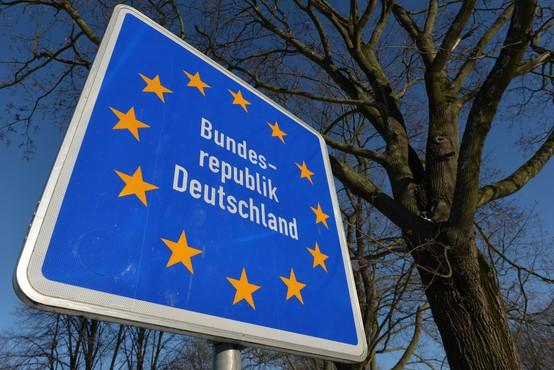 Zaradi širjenja koronavirusnih sevov čedalje več držav EU zapira meje