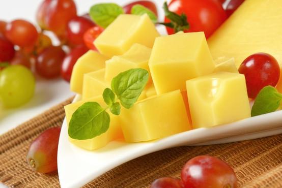 """""""Tako bo sir veliko dlje ostal svež tudi potem, ko ste ga načeli,"""" trdi uporabnica Tiktoka"""