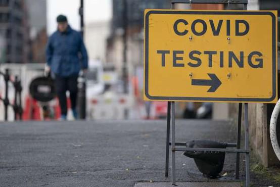 """V Veliki Britaniji začenjajo množično testiranje """"od vrat do vrat"""""""