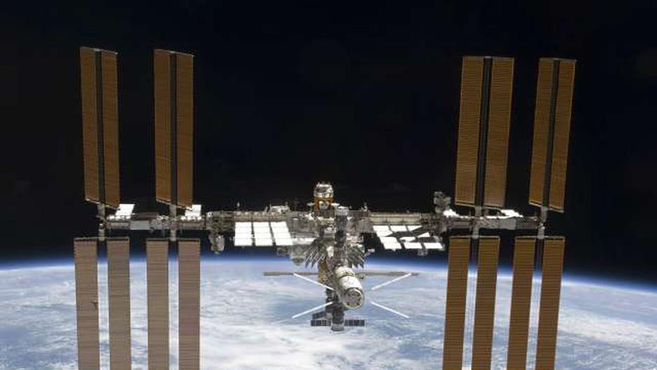 Steklenice bordojca iz vesolja prispele nazaj na Zemljo (foto: Tanjug/STA)