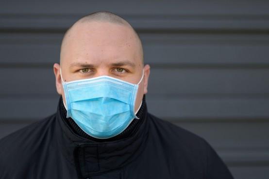V ponedeljek je bilo ob 37.299 testih potrjenih 1619 okužb