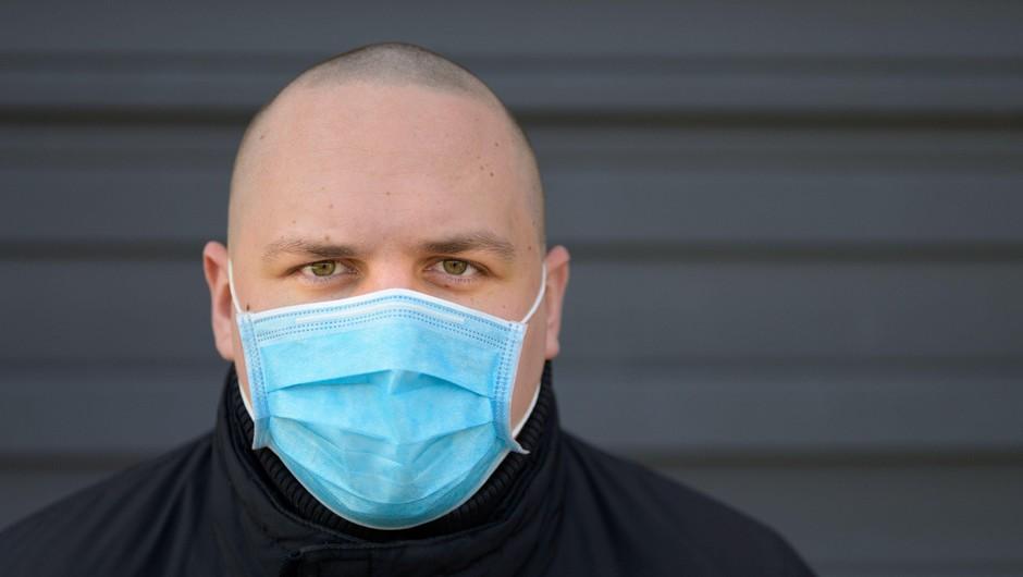 V ponedeljek je bilo ob 37.299 testih potrjenih 1619 okužb (foto: Profimedia)