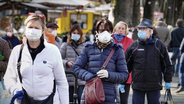 Dva scenarija nadaljevanja epidemije pri nas: ali nas marca čaka poslabšanje, ali pa do maja vse skupaj izzveni (foto: Shutterstock)