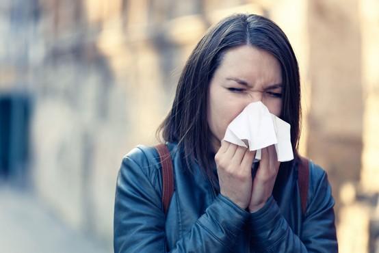 Protitelesa pred ponovno okužbo s koronavirusom ščitijo najmanj pol leta