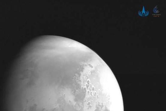 Kitajska sonda poslala na Zemljo prvo fotografijo Marsa