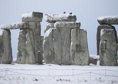 Med pripravami na gradnjo predora pod spomenikom Stonehenge odkrili stare grobove