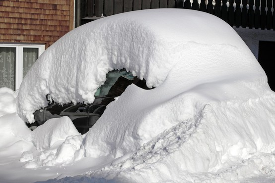 Deli zahodne Evrope v primežu snežne nevihte in mraza