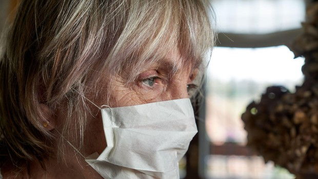 V nedeljo potrdili 304 okužbe, povprečje še nad 1000 (foto: Profimedia)