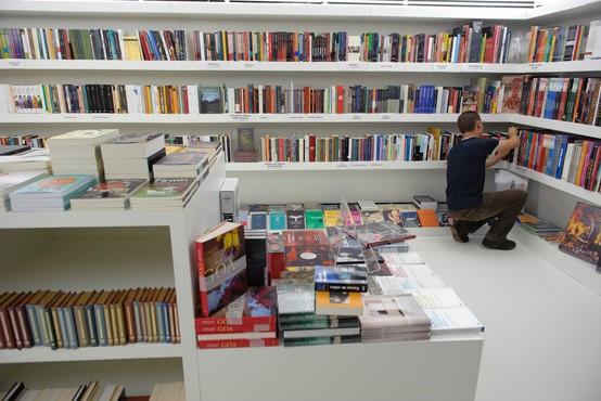Knjigarne, papirnice in klubski centri Mladinske knjige spet odprti